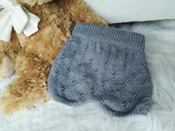 Layette, vêtements et accessoires pour bébés, enfants et adultes